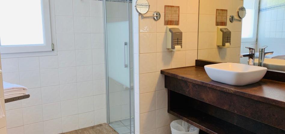 Salle de bain PMR - Hôtel